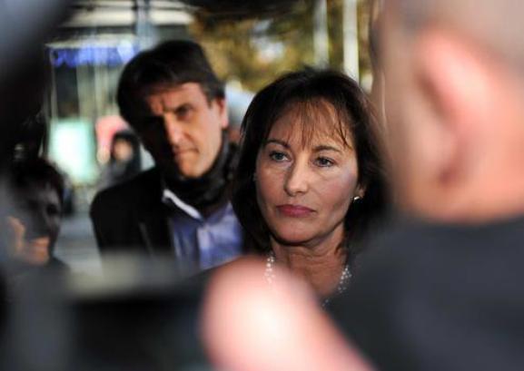 """Ségolène Royal, """"tête à claque"""", veut porter plainte contre VSD"""