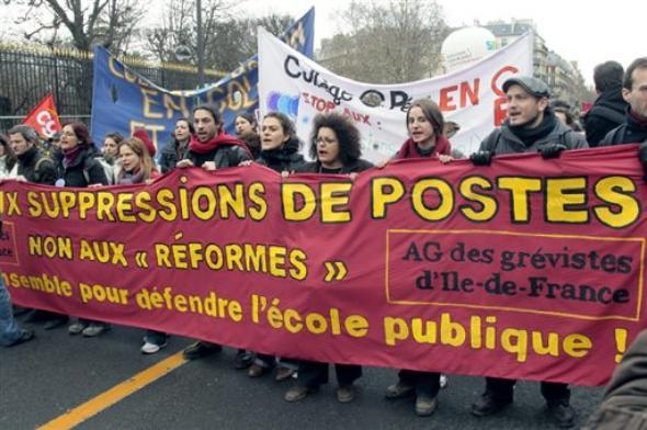 Des centaines d'enseignants en grève