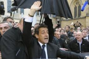 Chahuté à Bayonne, Nicolas Sarkozy s'en prend aux socialistes