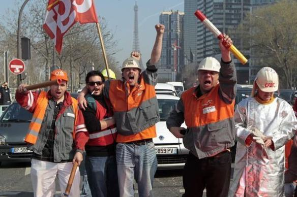 Les métallos d'ArcelorMittal refoulés du QG de Sarkozy