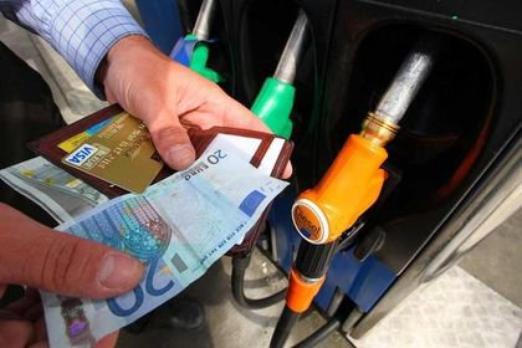 """Carburants : une """"fausse baisse"""" des prix"""