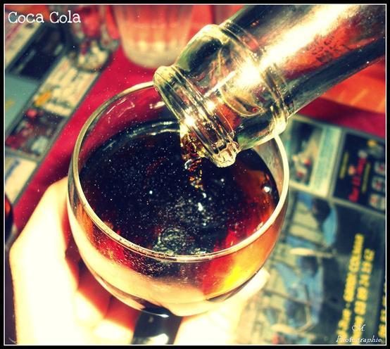 """"""" Ouvre du Coca-Cola, ouvre du bonheur ! """""""