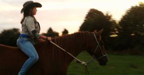 Une cow-girl sans son cheval, c'est un corps sans vie.