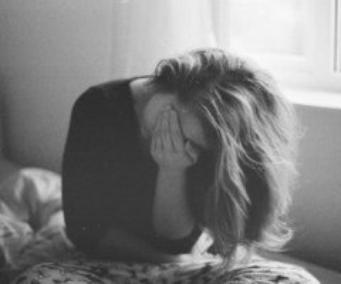 Mettez beaucoup de sentiments avec un soupçon de tendresse, puis ajoutez de la tristesse avec un petit peu de blessure et quelques gouttes de chagrin ça vous donnera un drôle de mélange qu'on appel : AMOUR