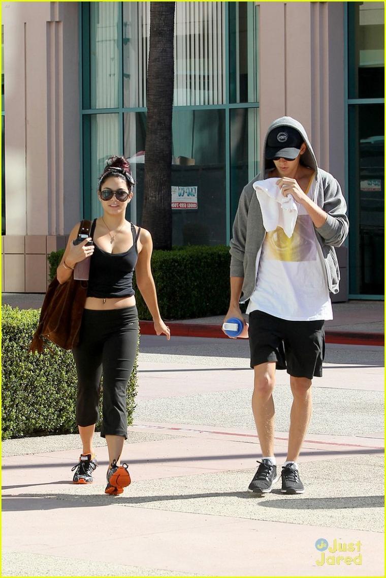 Vanessa et Austin quittant leur cours de danse le 19/07/2012