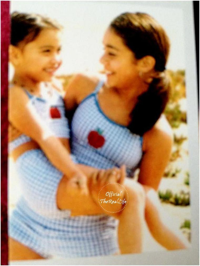 Photo perso de Nessa ado et Stella petite posté via twitter par Mama Hudgens (merci à Official the real life pour cette photo)