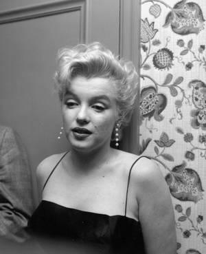 """1956 / by Earl LEAF... (""""press-party"""" pour le tournage de """"Bus stop"""", part 2)."""
