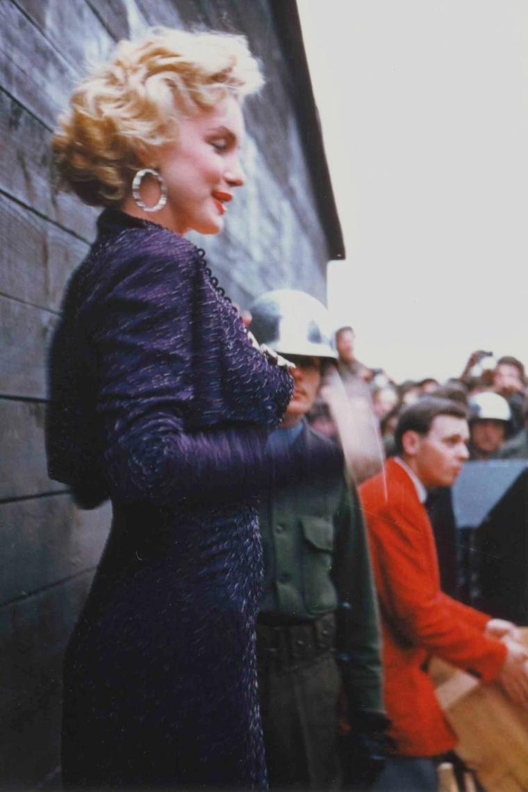 1954 Corée / Marilyn effectua une tournée en Corée pour soutenir les troupes américaines, du 16 au 20 février 1954.