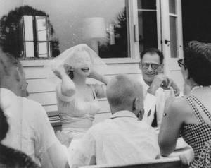 1er Juillet 1956 / by Milton GREENE... Ce matin là, Marilyn se convertit au judaïsme (22ème Tammouz 5716 du calendrier juif). Son certificat de conversion fut signé par Milton GREENE, Arthur MILLER, Kermit MILLER (son frère) et le rabbin Robert GOLDBERG. Le mariage religieux d'Arthur MILLER et Marilyn fut ensuite célébré par le rabbin GOLDBERG, chez l'agent littéraire de MILLER, Kay  BROWN, à South Salem (Etat de New York), assisté de Kermit MILLER et d'Hedda ROSTEN. Ses dames d'honneur furent Amy GREENE (qui l'aida à s'habiller et à se maquiller), Hedda ROSTEN et Judy KANTOR. Sa robe de mariée en mousseline beige avait été dessinée par les couturiers John MOORE et Norman NORELL. Ce fut Milton GREENE qui l'accompagna pour sortir et la confia au bras de Lee STRASBERG (expression ultime de son rôle de père vis-à-vis de Marilyn) qui la mena à l'autel, sous le dais nuptial. Selon le rite juif, les mariés burent du vin, échangèrent les alliances et MILLER cassa son verre en souvenir de la destruction de  Jérusalem. Au cours des deux derniers jours, MILLER avait acheté un anneau d'or, dont il, avait fait gravé l'inscription « A. to M., June 1956. Now is forever » (« A. à M., juin 1956. Maintenant Pour Toujours »). La cérémonie dura dix minutes. Il y eut environ vingt-cinq invités à ce mariage, dont George AXELROD, le scénariste de « The seven year itch », les enfants d'Arthur, son frère Kermit, sa s½ur Joan, son cousin Morton et leurs conjoints, les STRASBERG, les ROSTEN et les GREENE, ainsi que John MOORE. Le menu était composé entre autre de rosbif, de langouste froide, d'émincé de dinde et de champagne. Avant de partir pour Londres, Arthur mit en vente sa maison de Roxbury.