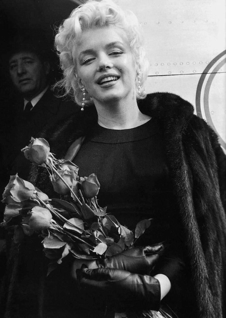 """1956 / Marilyn quitte New York et arrive à  Ph½nix (Arizona) pour le tournage des extérieurs du film """"Bus stop""""."""