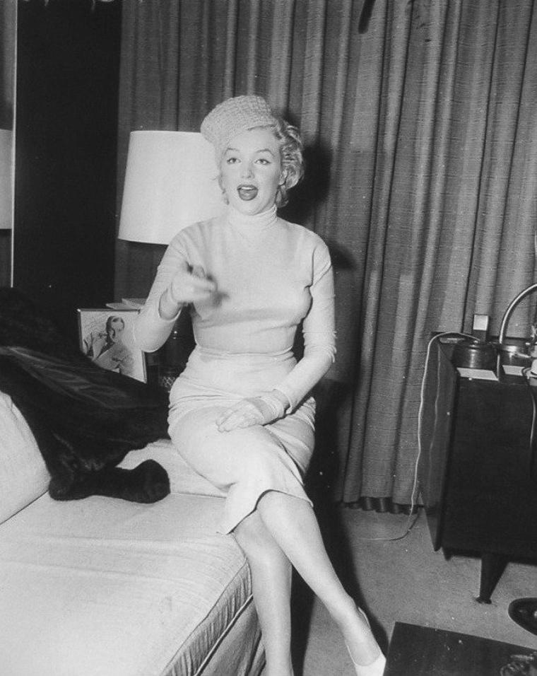 1957 / Le jeudi 3 janvier : Marilyn et Arthur MILLER quittèrent Idlewild Airport pour la Jamaïque. Du jeudi 3 au samedi 19 janvier : Marilyn et Arthur MILLER passèrent quelques jours à Moon Point en Jamaïque, dans la  luxueuse villa de lady Pamela BIRD, une aristocrate anglaise. Le samedi 19 janvier, ils rentrèrent à New York.