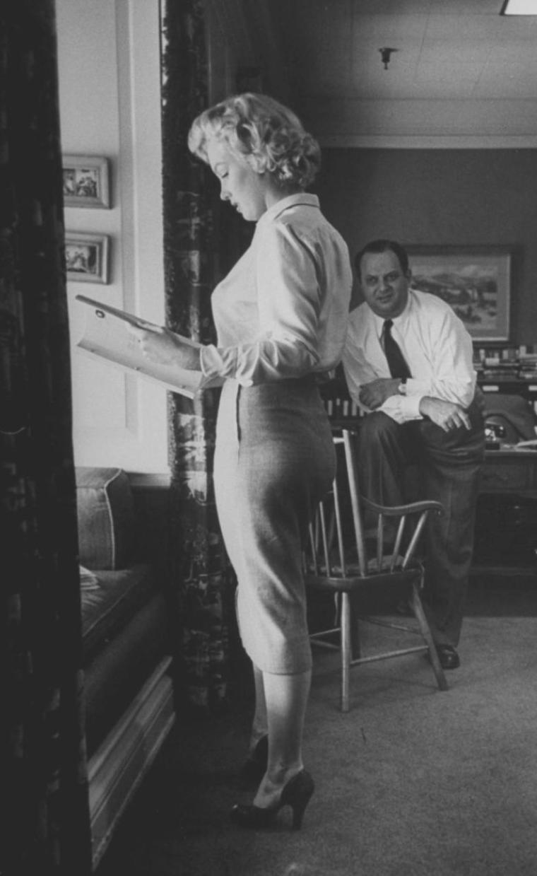 "1951 / by Bob LANDRY... Marilyn discutant de son futur rôle avec W. Jerry WALD dans le film ""Clash by night""."