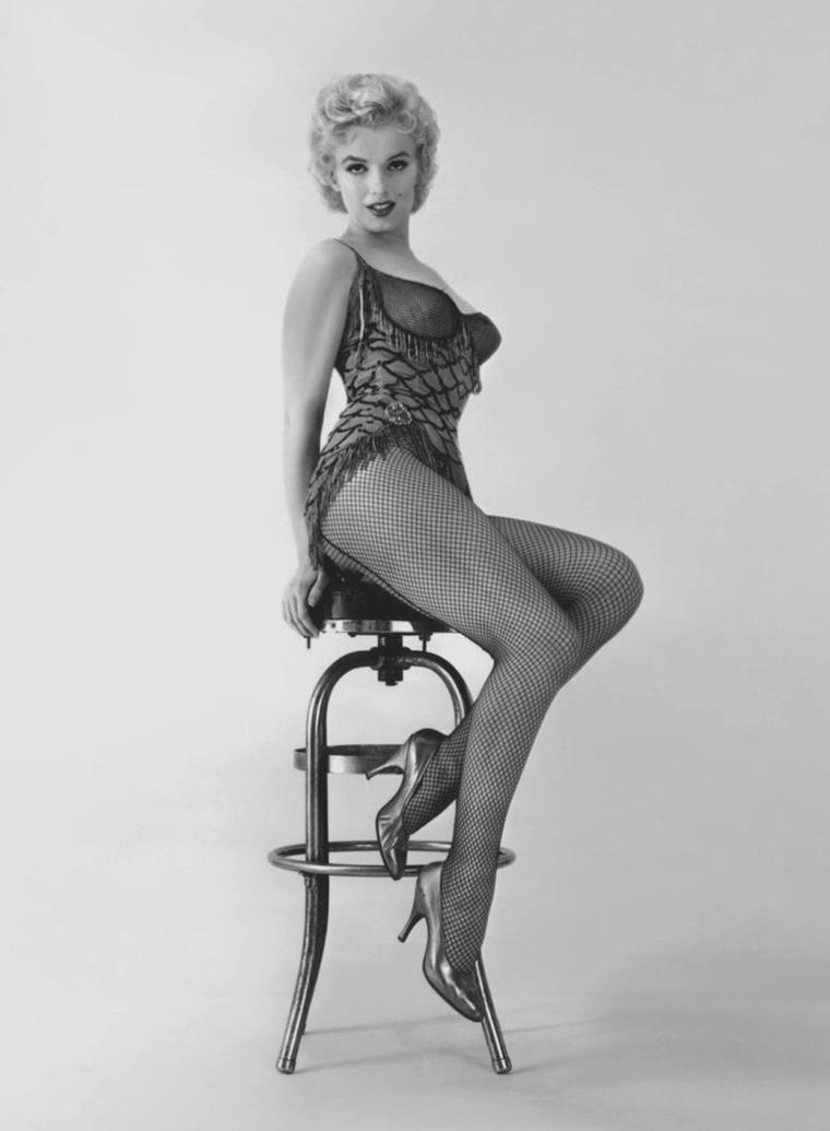 """1956 / by Milton GREENE... Photos publicitaires pour """"Bus stop""""."""