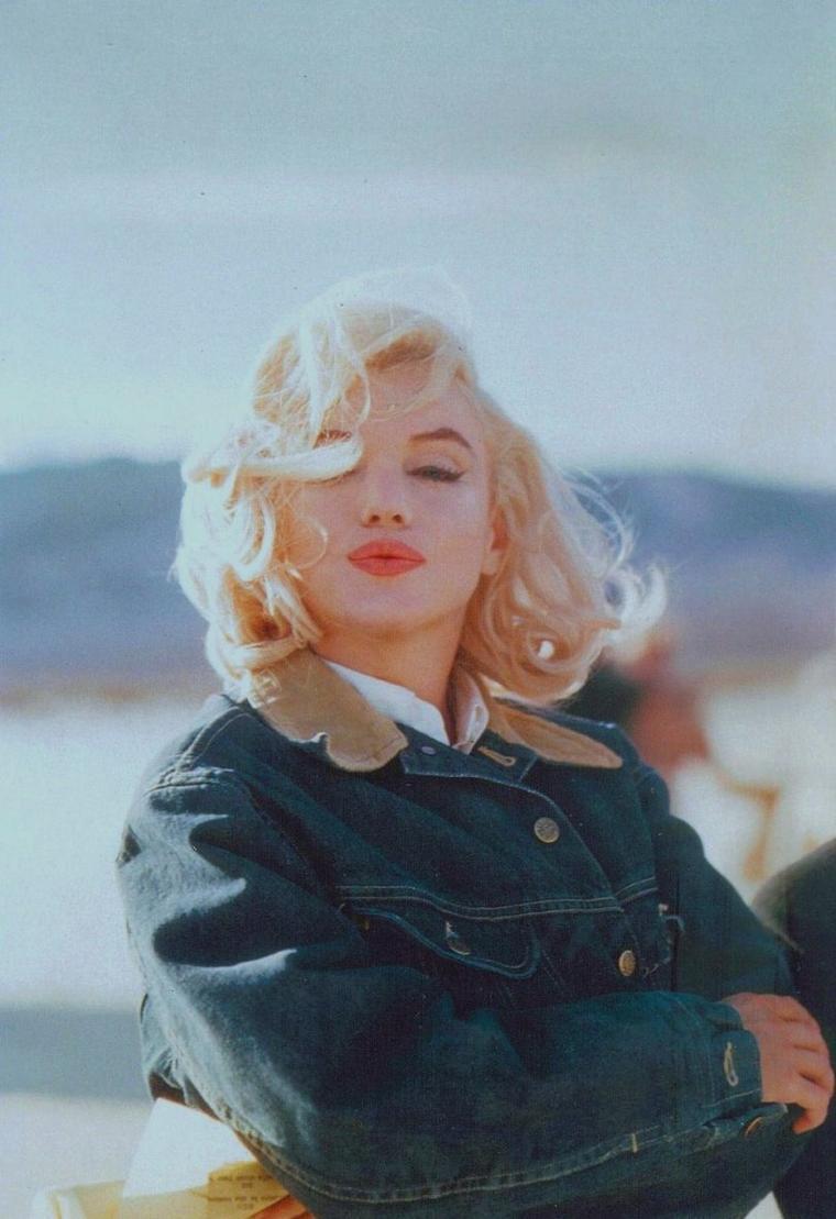 """1960 / by Ernst HAAS et Eve ARNOLD...  Marilyn en jean sur le tournage des """"Misfits""""."""