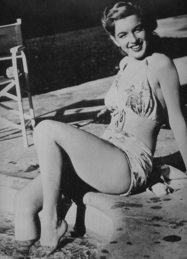 "1948 / Photos publicitaires pour son premier film ""Scudda Hoo ! Scudda Hay !""."