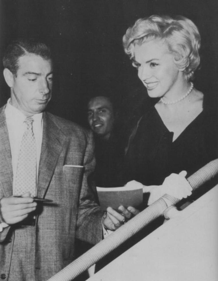 1954 / Marilyn et Joe partent de New-York pour regagner Los-Angeles...