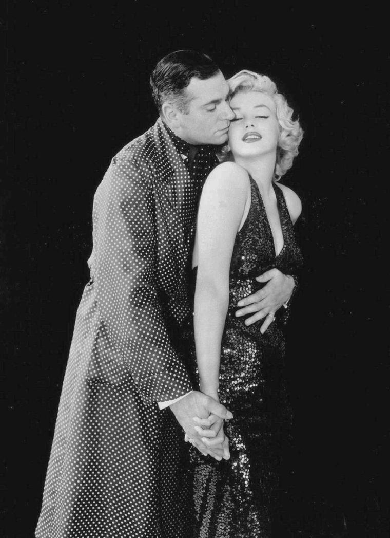 """1957 / by Milton GREENE... Photos publicitaires de Marilyn et Laurence OLIVIER pour """"The prince and the showgirl""""."""