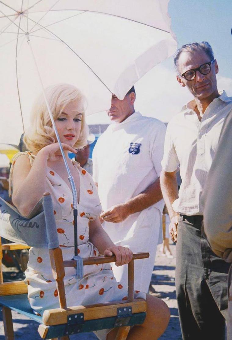 """1960 / Marilyn et Arthur lors du tournage du film """"The misfits"""", derniers instants de complicité alors que le divorce est annoncé..."""