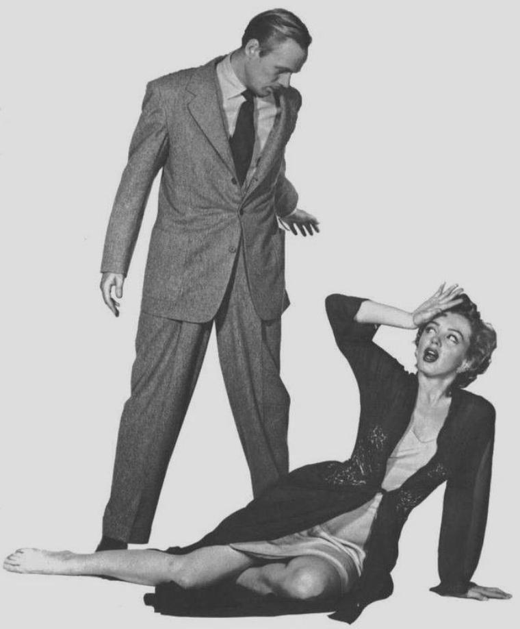 """1952 / Photos publicitaires de Marilyn et Richard WIDMARK pour """"Don't bother to knock""""."""