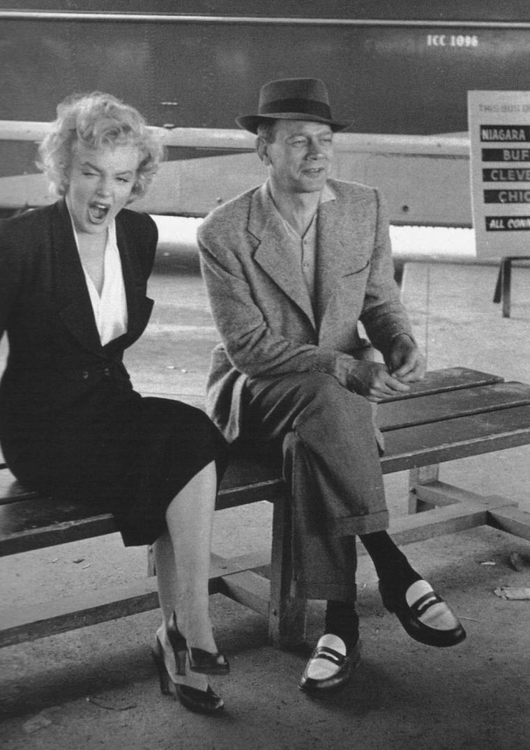"1952 / by Jock CARROLL... Marilyn lors du tournage de ""Niagara""."