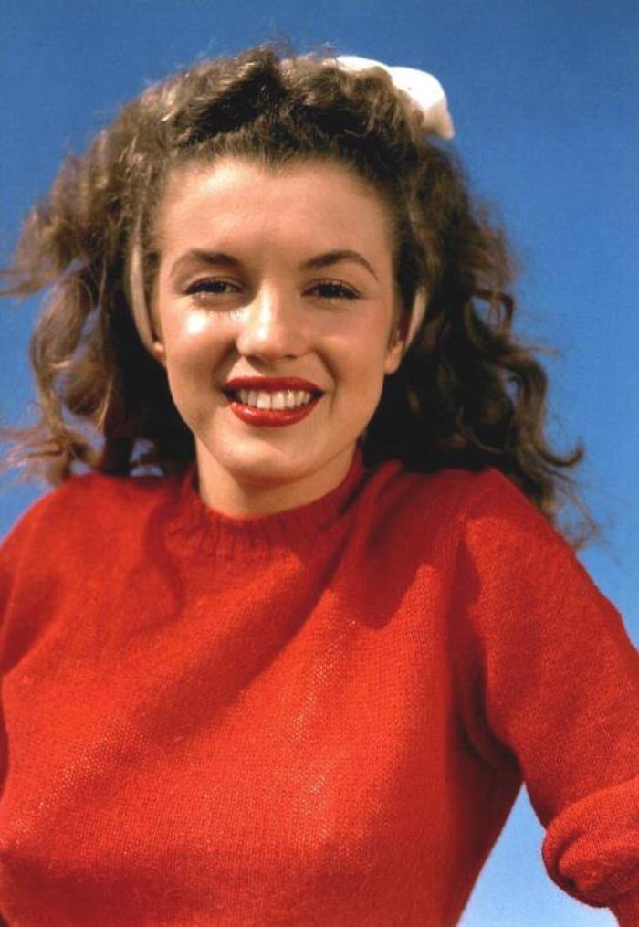 1945 / Portrait by Andre De DIENES