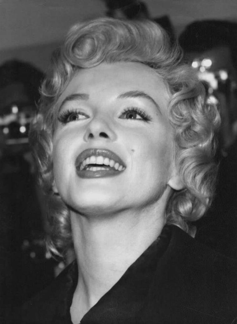 """1956 / Seconde conférence de presse pour Marilyn et Laurence OLIVIER à """"l'Hotel Savoy"""" de Londres, afin d'annoncer le début du tournage du film """"The prince and the showgirl""""."""