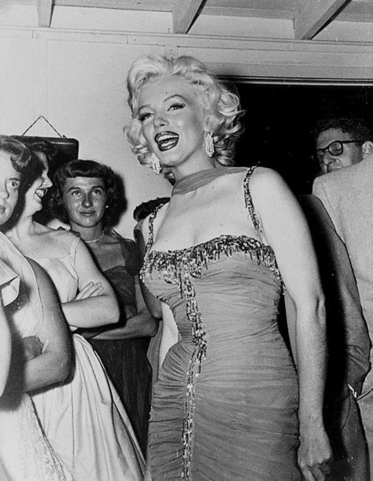 """1953 / by Bruno BERNARD... Marilyn participe à une action caritative organisée au """"Hollywood Bowl"""". (part 2, voir TAG)."""