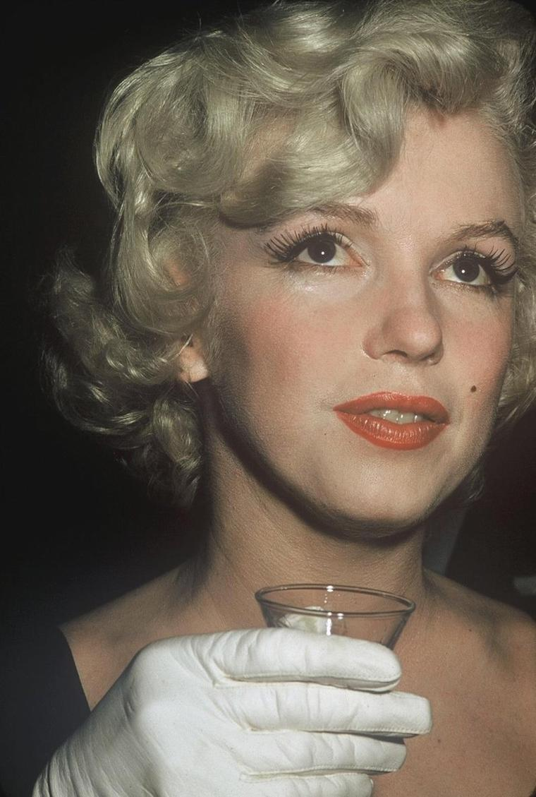 "1958 / by Earl LEAF and Roger MARSHUTZ... (Conférence de presse pour la sortie du film ""Some like it hot"") (part 4, voir TAG)."