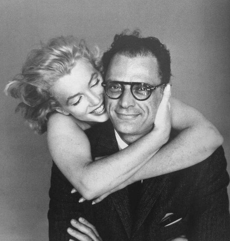 1957 / Marilyn et Arthur by Richard AVEDON