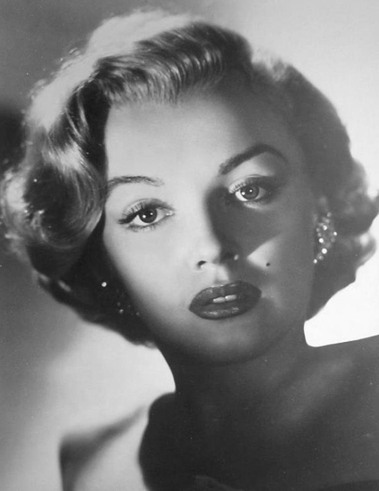 """1951 / Portrait publicitaire pour le film """"Love nest""""."""