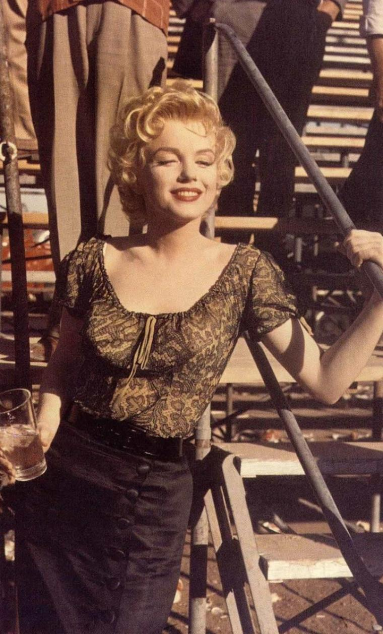 "1956 / Marilyn on the set of ""Bus stop"". (certaines photos signées Milton GREENE)."