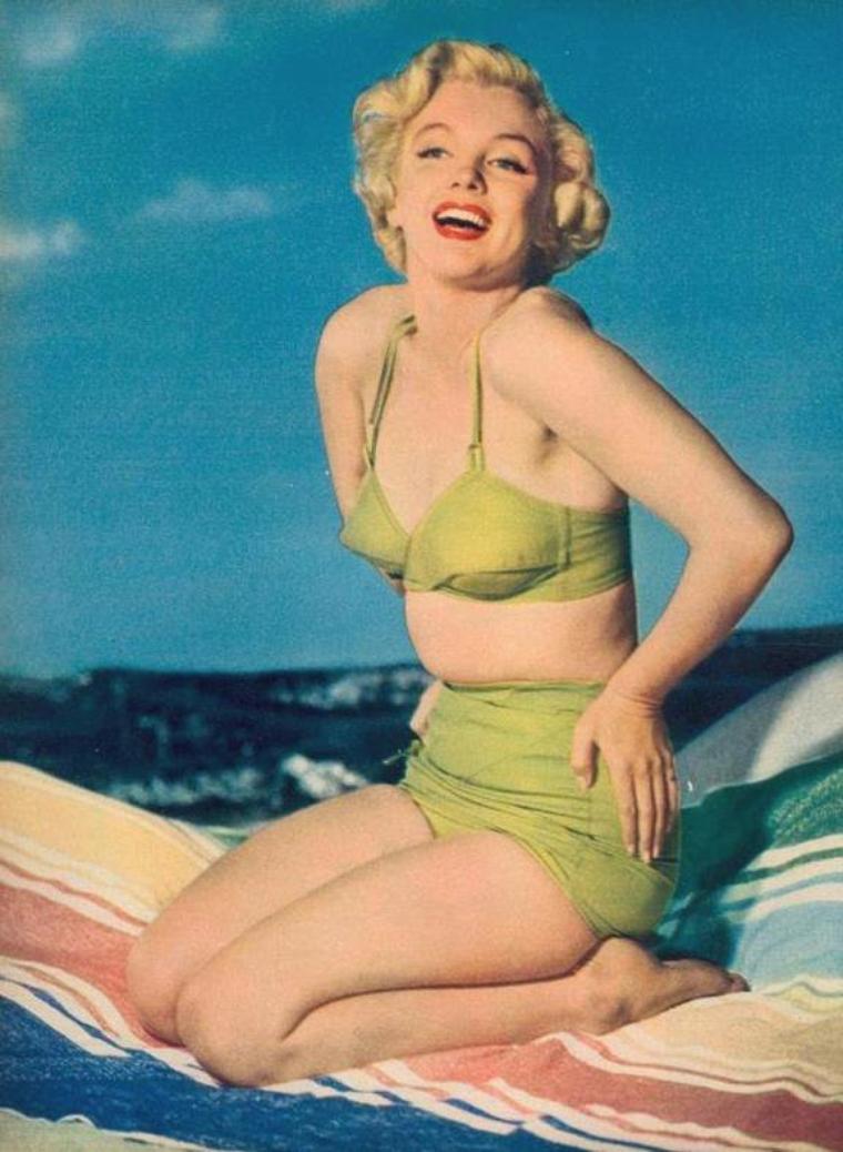 """1951 / Marilyn en maillot pour """"Screenland magazine"""". (portrait publicitaire)."""