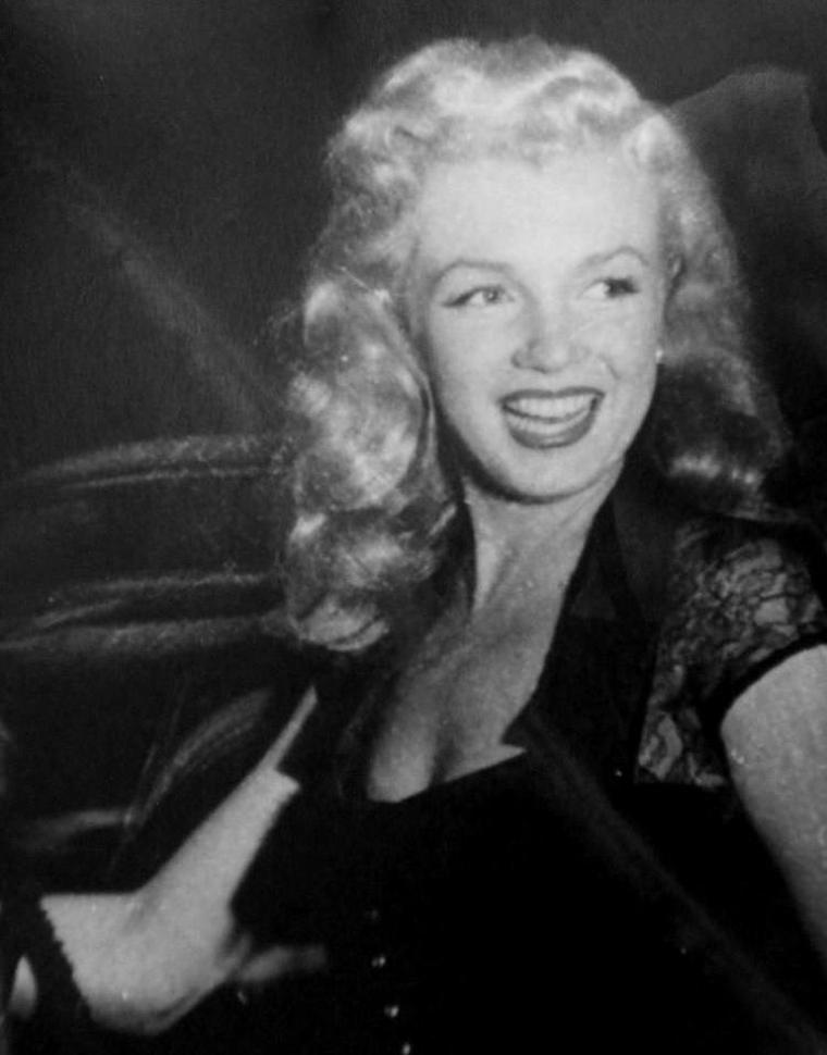 1949 / Marilyn accompagna la tournée de promotion de « Love happy» à Detroit, Cleveland, Chicago, Milwaukee, Rockford et rentra à Los Angeles au bout d'un mois.