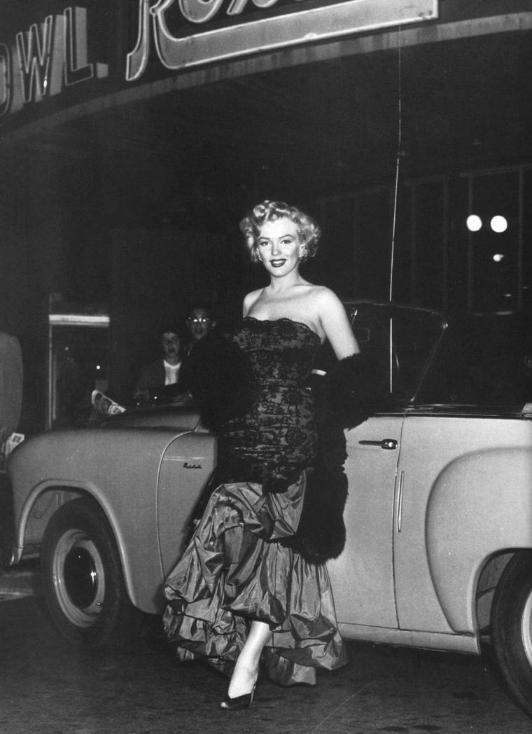 """1952 / Marilyn se rend à la Première Américaine du film """"Don't bother to knock"""", où elle retrouvera entre autres, les acteurs David WAYNE ou son partenaire dans le film, Richard WIDMARK. (certaines photos sont signées Earl LEAF)."""