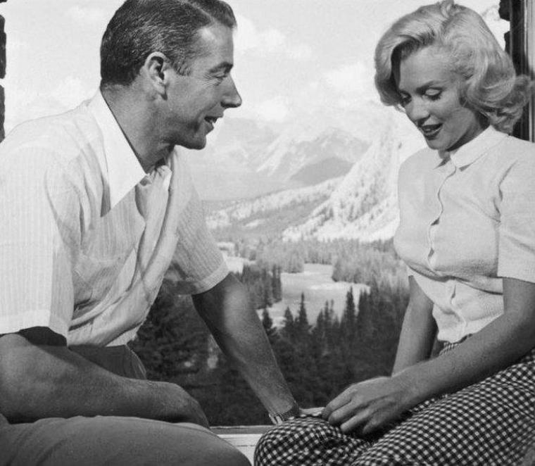 """1953 / by John VACHON... Quand Joe retrouve sa belle au Canada, partie pour les extérieurs du film """"River of no return""""."""