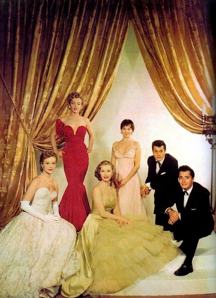 1952 / Les jeunes premiers d'Hollywood : (de gauche à droite) Virginia GIBSON, Marilyn, Mitzi GAYNOR, Leslie CARON, Tony CURTIS and John DEREK.