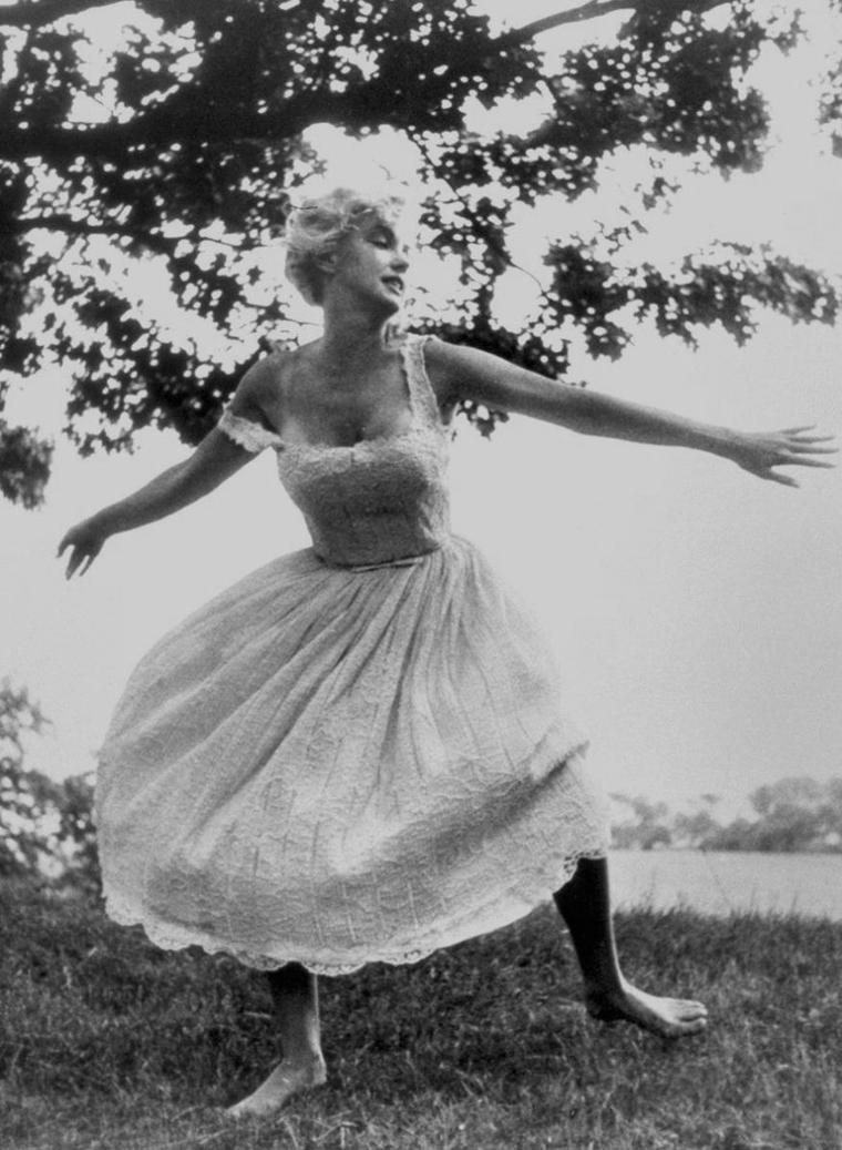 1957 / Marilyn et la nature... by Sam SHAW
