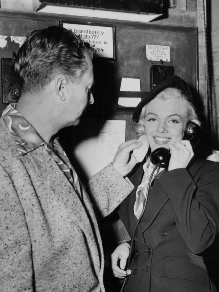 "1953 / Marilyn lors du tournage du film ""How to marry a millionaire""."