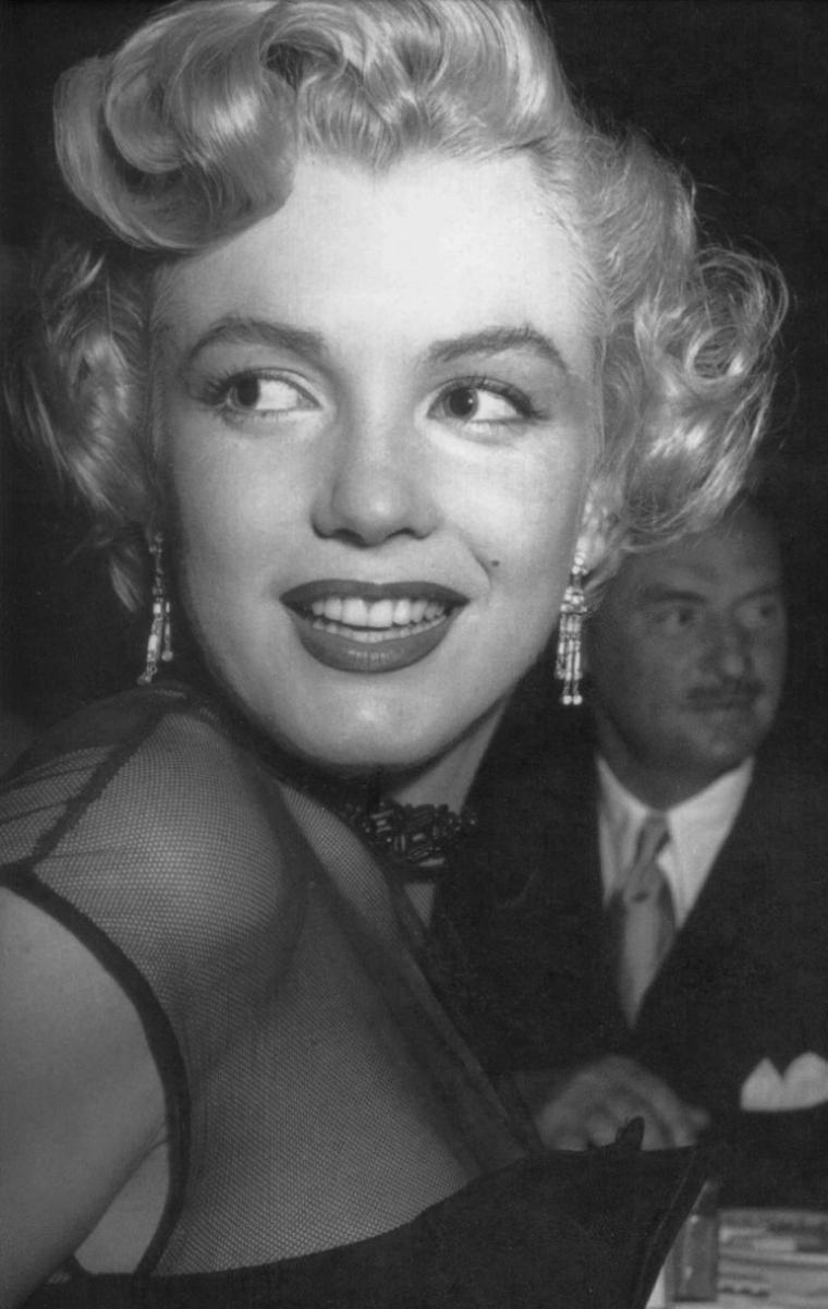"""1951 / Après sa soirée au """"Mocambo Club"""" (voir aticle dans ce blog), Marilyn est conviée par une unité militaire à visiter le navire de guerre """"U.S.S. Benham"""". (part 2, voir TAG)."""