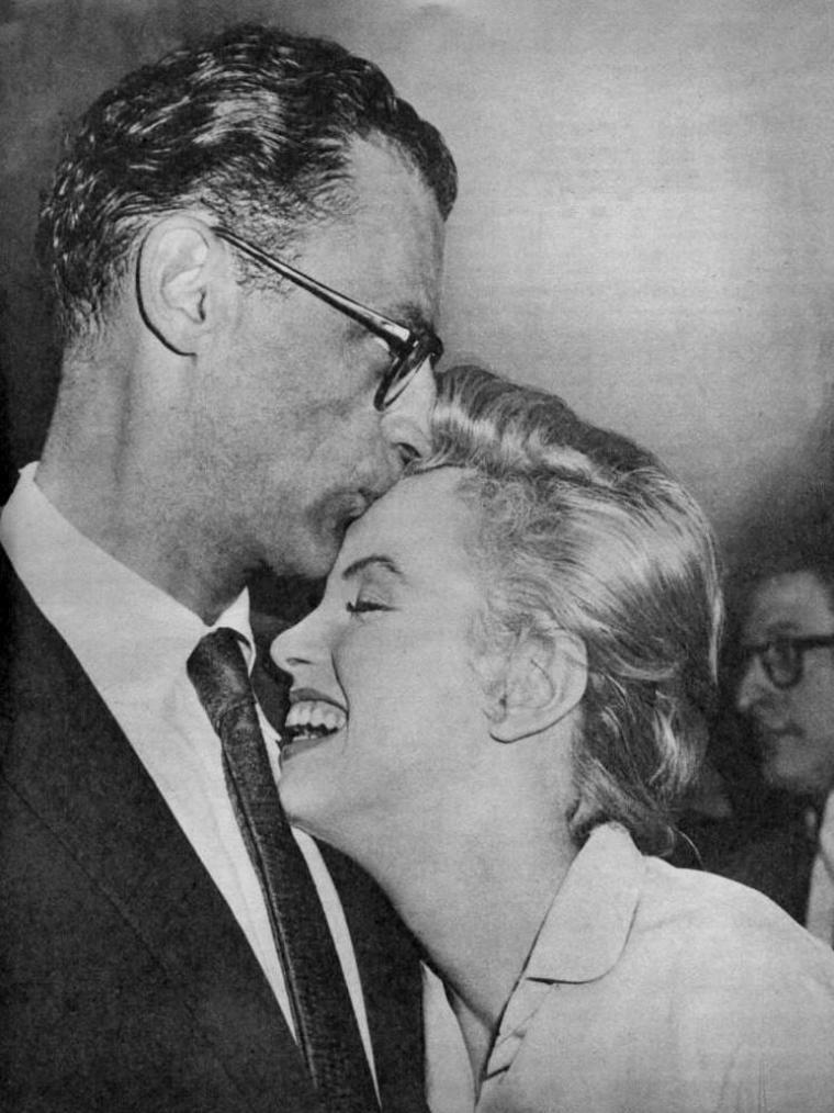 1956 / 22 Juin, Marilyn et MILLER annoncent officiellement leur mariage à la presse... (part 2, voir TAG).