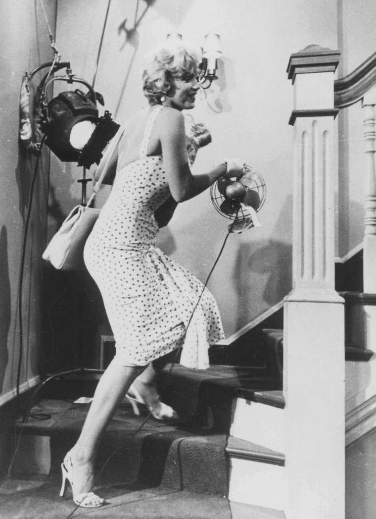 """1955 / Première apparition de Marilyn dans le film """"The seven year itch"""". (certaines photos signées Sam SHAW)."""