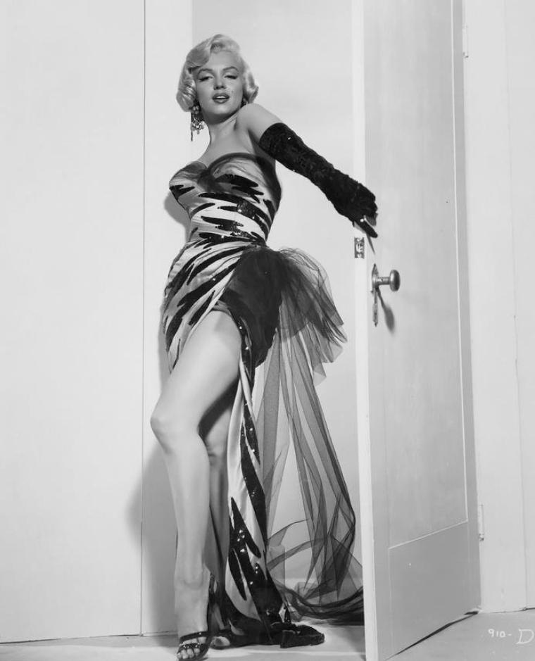 "1954 / Photos publicitaires pour le film ""The seven year itch""."