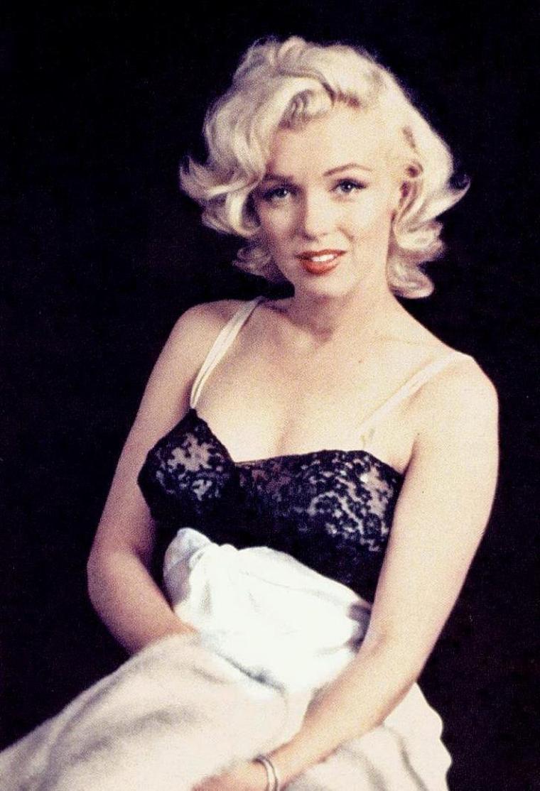 1953 / Marilyn en déshabillé par Milton GREENE