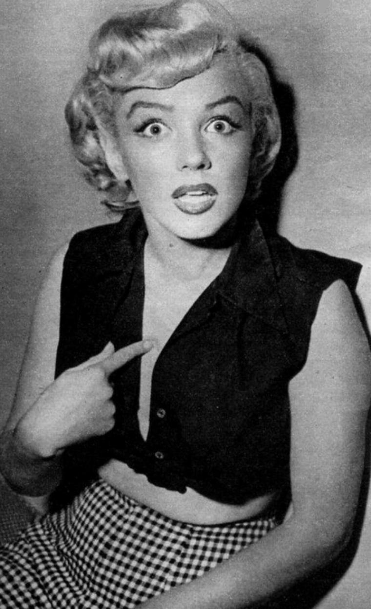 """1952 / by Philippe HALSMAN... Marilyn se rend aux studios de la FOX afin d'y emprunter une robe (celle qui servira pour la fameuse cover de """"Life"""" la même année, voir article dans le blog) pour une session de photos publicitaires..."""