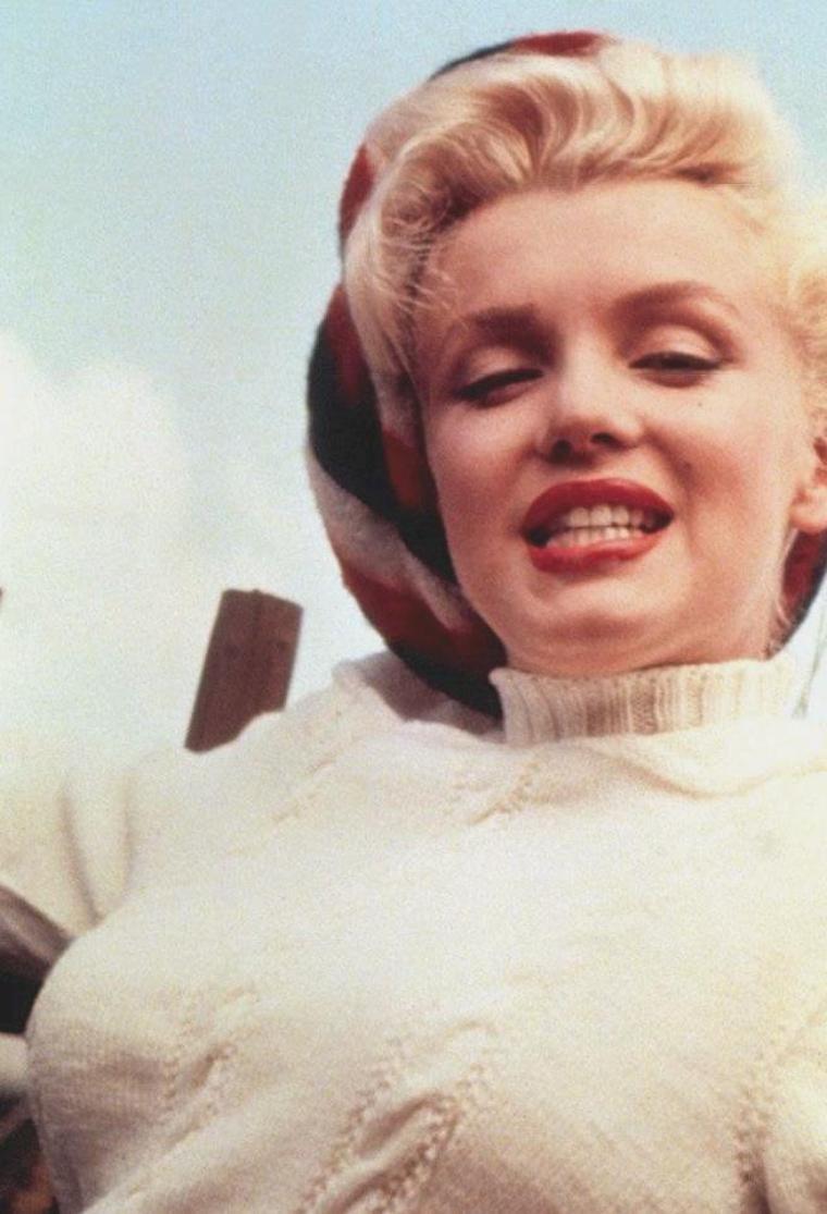 """1953 / by John VACHON et Allan SNYDER... Marilyn lors de sa visite au Canada pour les extérieurs du film """"River of no return""""."""