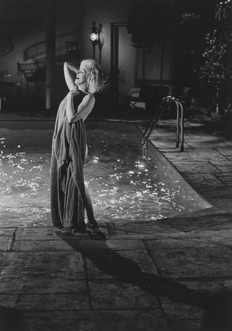 """1962 / Marilyn lors du tournage de son dernier film inachevé, """"Something's got to give"""", certaines photos signées Lawrence SCHILLER."""