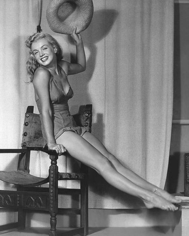 1947-48 / Young Marilyn by and with Earl MORAN