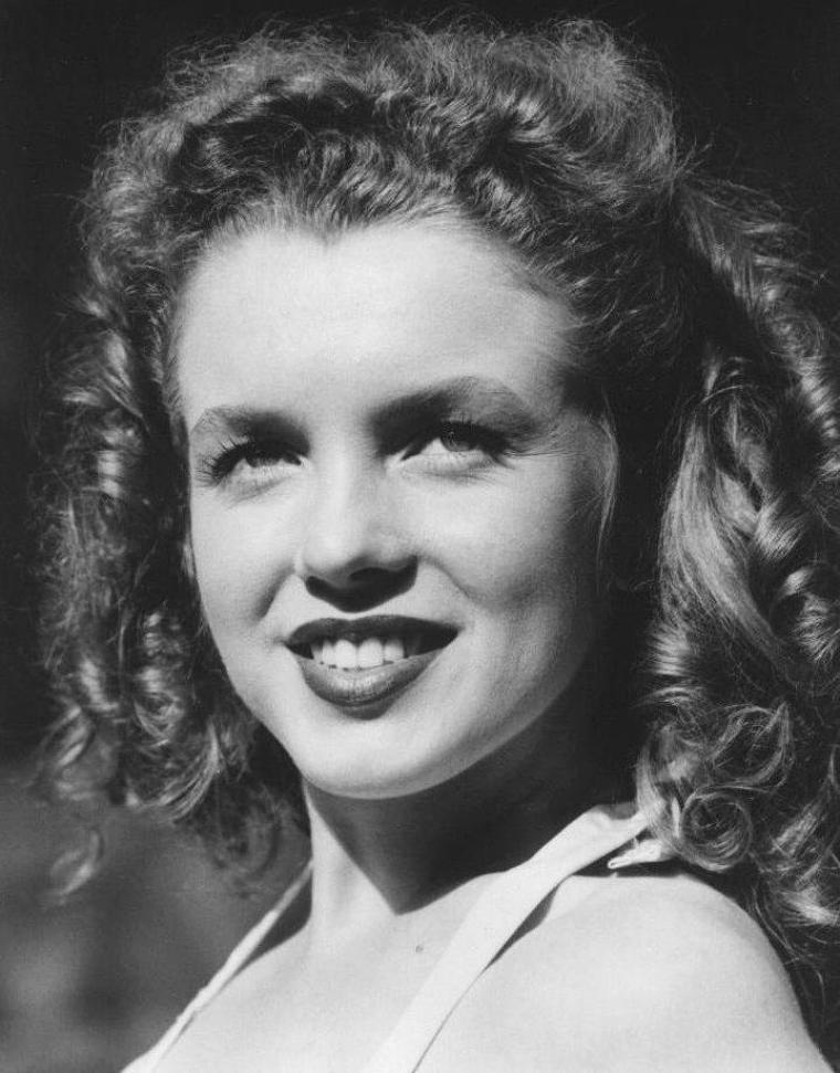 1945 / Portrait de Norma Jeane by David CONOVER