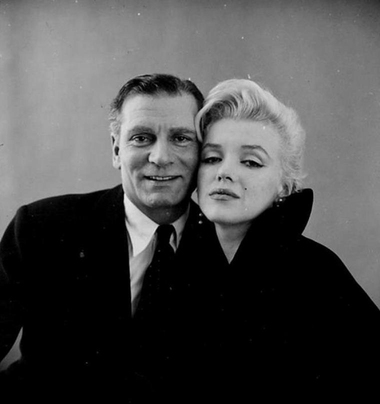 "1957 / Photos publicitaires de Marilyn et Laurence OLIVIER pour le film ""The prince and the showgirl""."