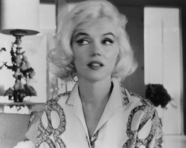 """1962 / LES NEWS de George BARRIS / Du vendredi 29 juin au dimanche 1er juillet, Marilyn fit une séance de photos avec le photographe George BARRIS, dans la maison de Tim LEIMERT à North Hollywood Hills pour le magazine """"Cosmopolitan"""", puis sur la plage de Santa Monica... (voir TAGS)."""